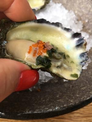Oysters w tobiko+
